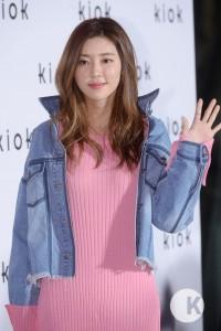 「参考にしたい!」韓国女優たちのデニム活用♡