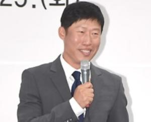 俳優ユヘジン 最近の主演作出演につながる活躍は、信頼と実績の証。背中で語る男?